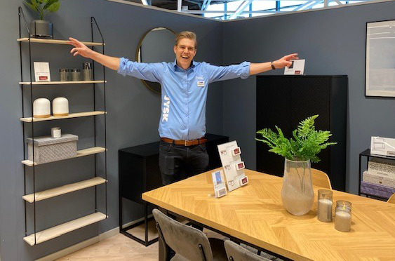 Store Manager Linus Östlund is really happy for the new XL Store.