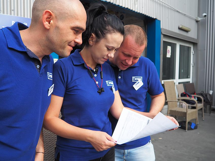 Raul Ardelean, Retail Manager, Andreea Zahanagiu, Retail Manager Trainee, și Florin Ionaș, District Manager