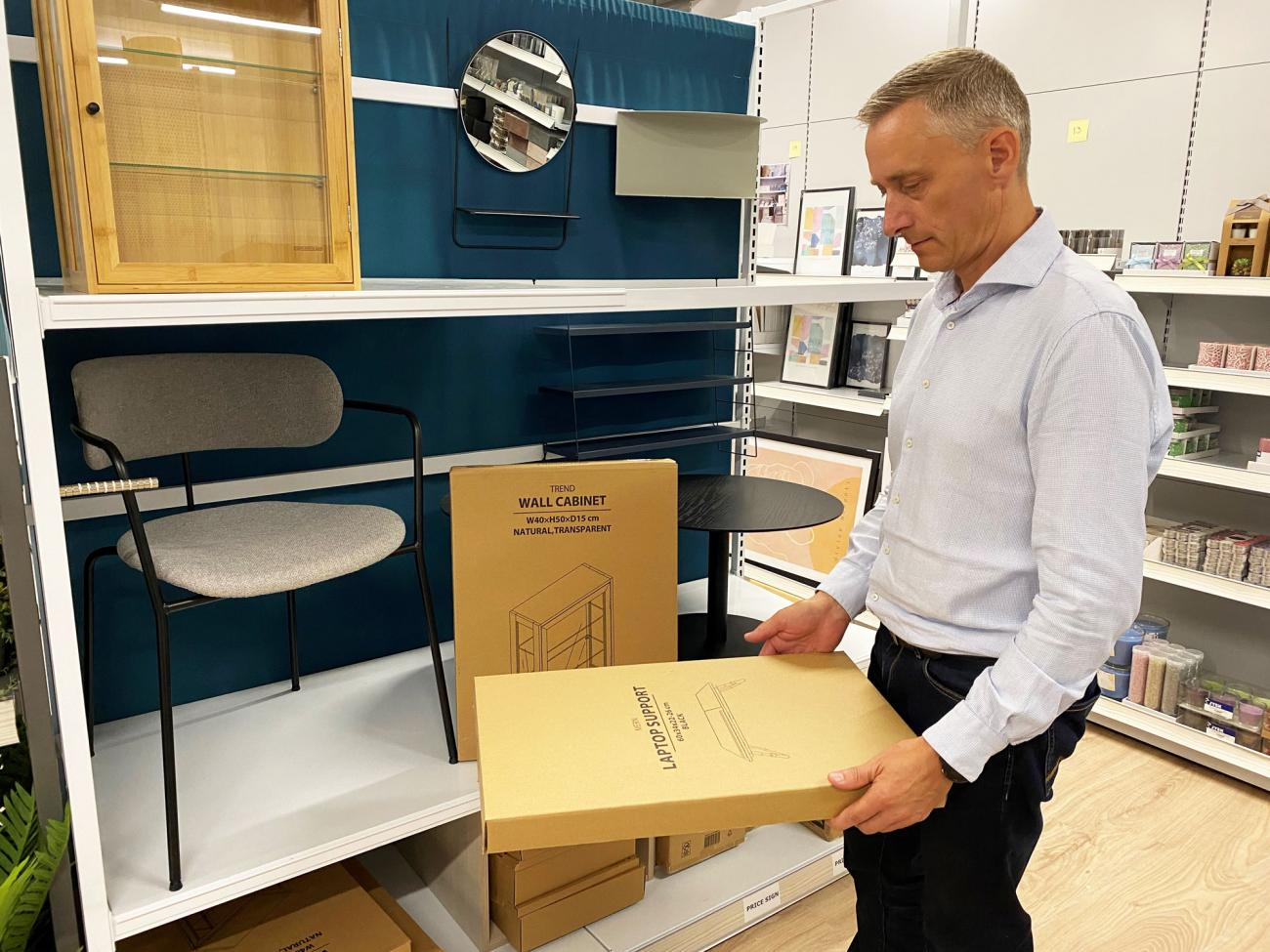 Lars Høgh Jensen, who is Packaging Development Specialist at JYSK, has taken the lead on the optimised packaging.